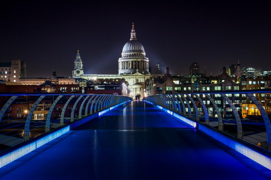 St Paul\'s seen from the Millennium Bridge