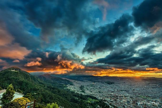 The last ray of light in Bogotá by germanruiz - Cloud Painting Photo Contest