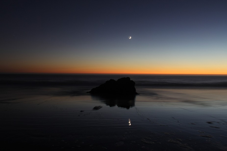 Twighlight Moon - Shadow and reflection