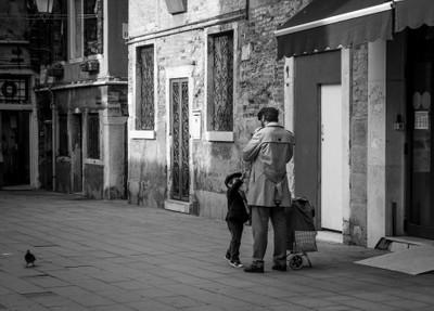 Father & son in Venice
