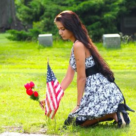 Model Lola Syed pays tribute to fallen soldiers