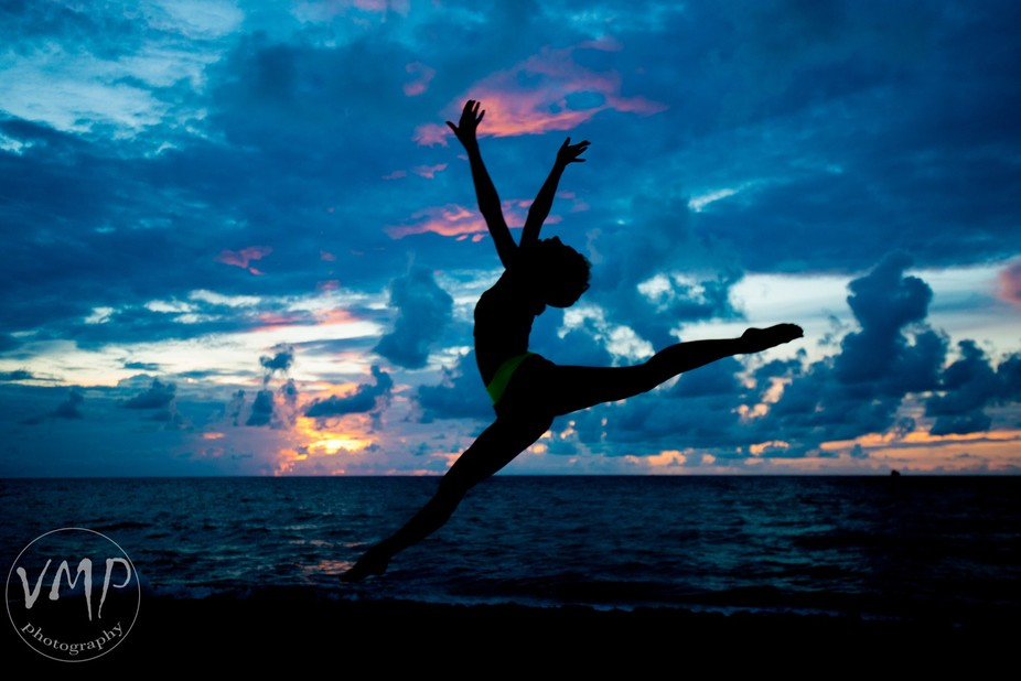 A fun sunrise photo session with one of my favorite people, this woman can dance into the sunrise