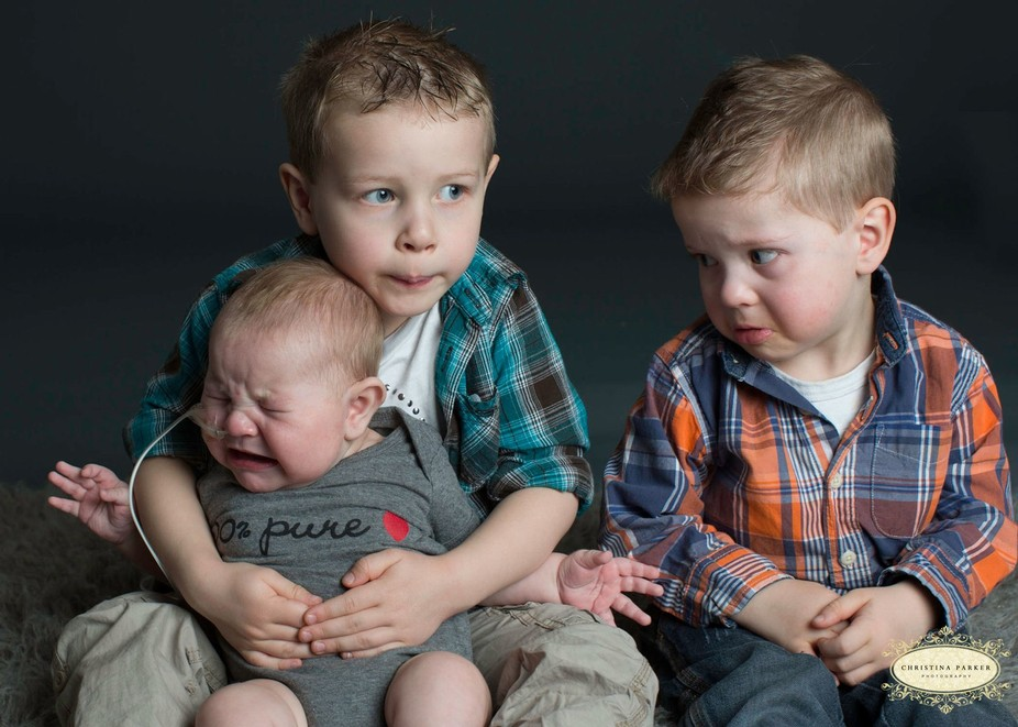 Middle child is worried about newborn, each one changed within seconds!