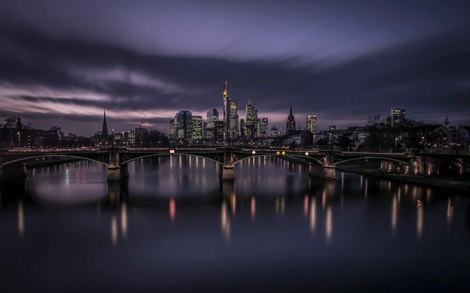 Frankfurter Skyline /  471s