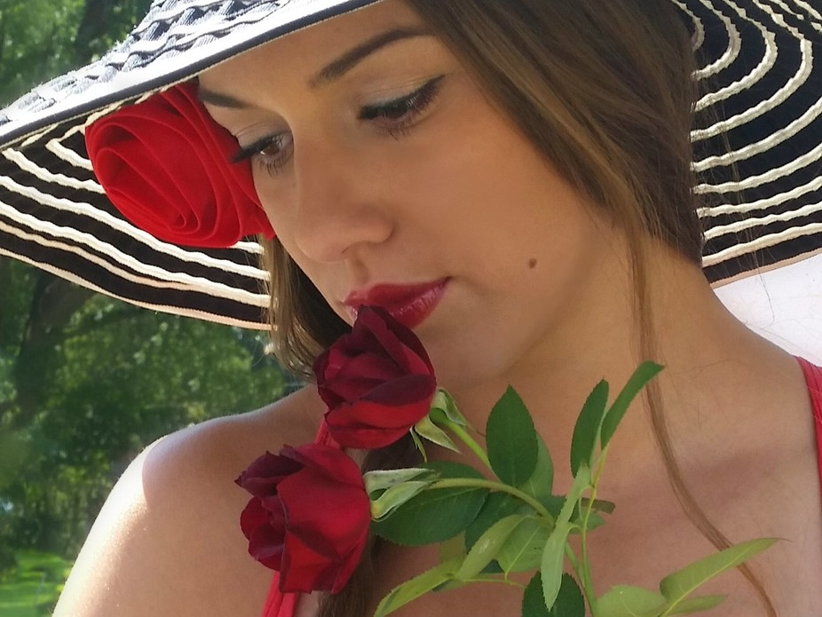 Young woman in hat and roses.