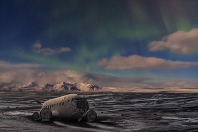 Derelict Dakota beneath the Aurora