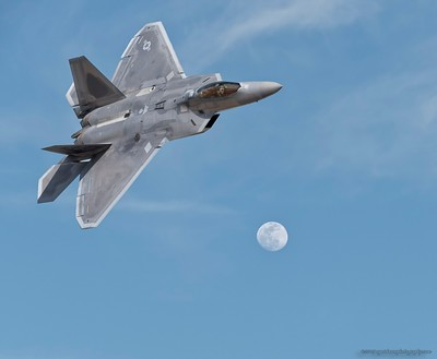 F-22 over Moon