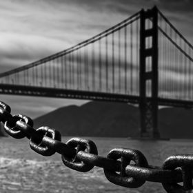 The evening light was playing with a big chain, which is used as a fence, preventing people falling into the bay.