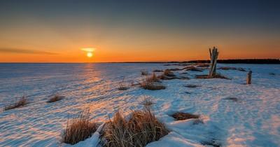 Sunrise at the Frozen beach