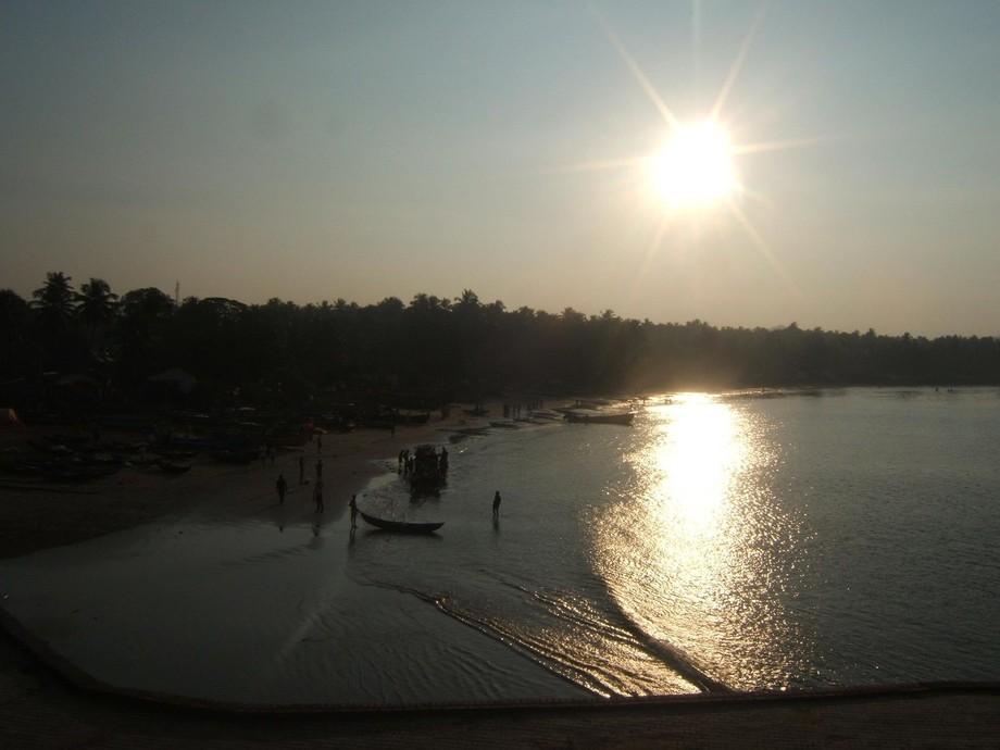 Sun alarms fishermen.