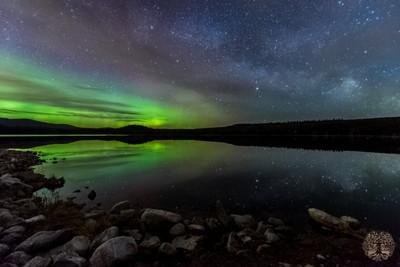 MIlky way over Aurora
