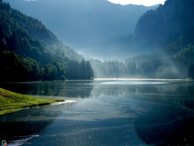 Lac Montriond in the morning haze