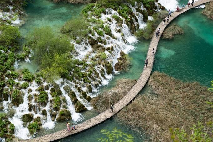 Plitvicka Jezera by Jdronan - Curves And Compositions Photo Contest
