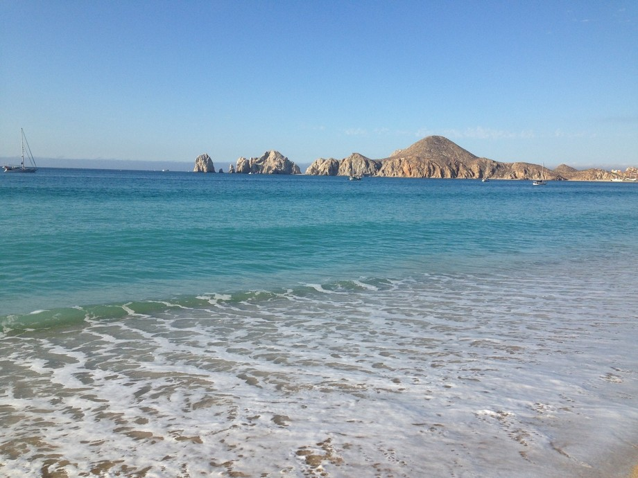 The beautiful turquoise water in Cabo San Lucas