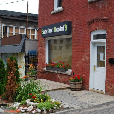 BAREFOOT HOSTEL in OTTAWA 1 JULY 2010