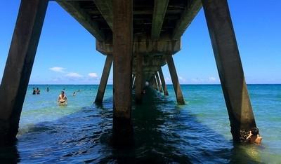Calm day under the Deerfield Beach pier