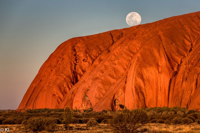 Uluru. Classic by iKon - The Moonlight Photo Contest