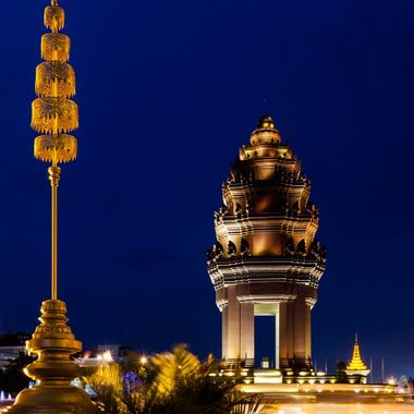 the famous monument in Phnom Penh taken at perfect blue hour timing. it took me a cup of hour to get the right one as traffic is always heavy at rush hour.