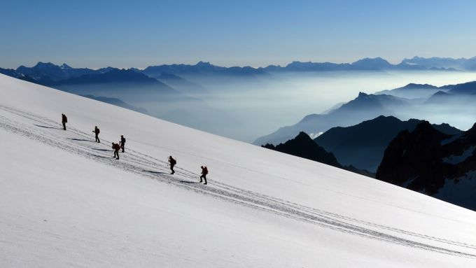 walk the line by boitasapin - World Expeditions Photo Contest