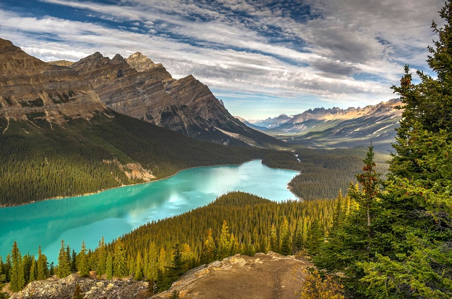Peyto Lake is a glacier-fed lake located in Banff National Park in the Canadian Rockies. The lake...