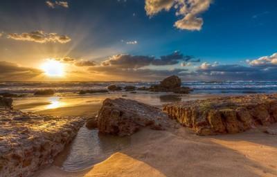 Gloss setting sun on the beach
