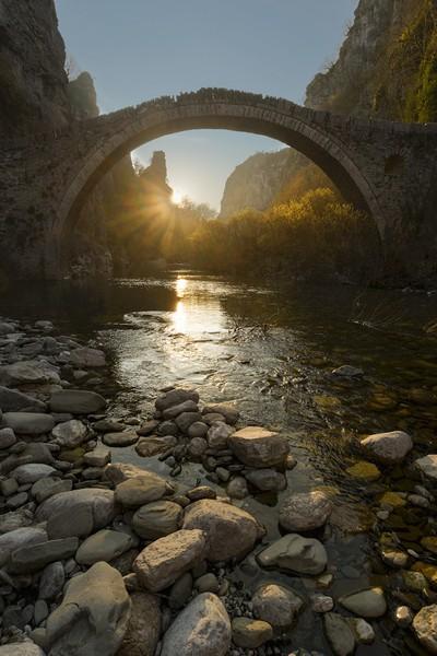 A (sun) Star under the Bridge