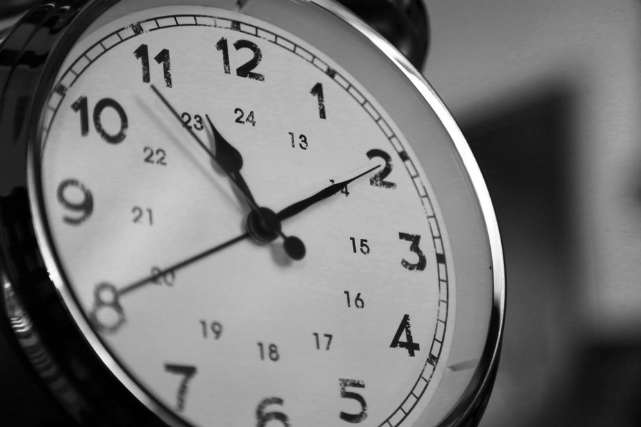 Clock blk n wht