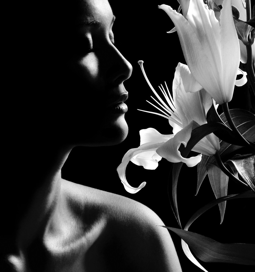 Black and Flowers_by Roseano by Carnisch - Dark Portraits Photo Contest