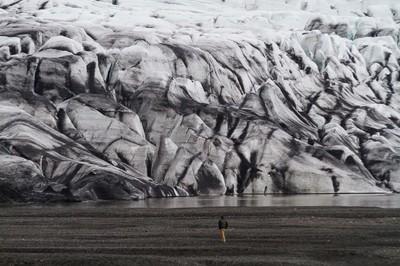 Southeast of Iceland, walking next to a gletsjer