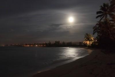 Moon rise over Haleiwa