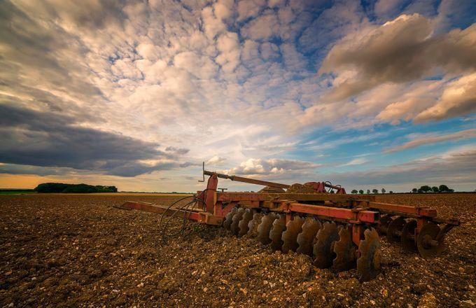 Great Clouds in Stenigot Field taken by Bob Riach by Bob-Riach - Dry Fields Photo Contest