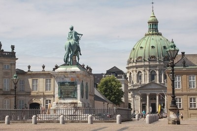 IMG_3668_The square of the Royal Castle and the Marble Church in the background, Copenhagen, Denmark