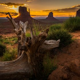 Early sunrise at Monument Valley