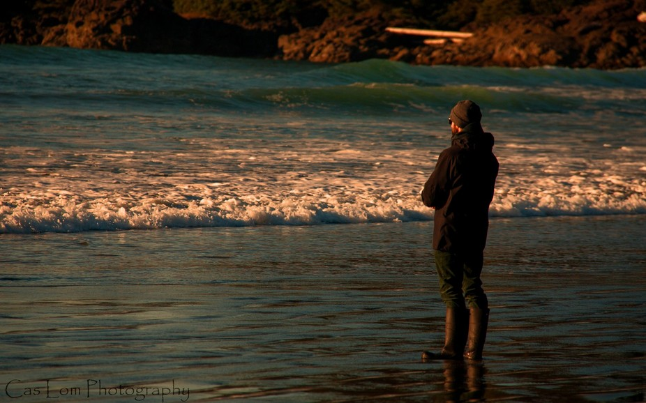 Just taking a stroll on the beach in Tofina: spotting this young man taking photo\'s as well.