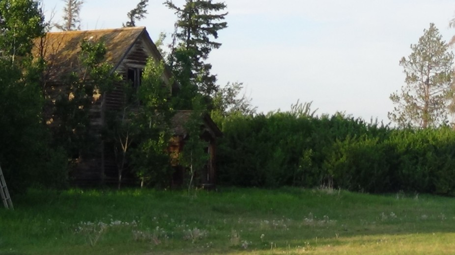 just going for a walk and saw this old house it felt so alone