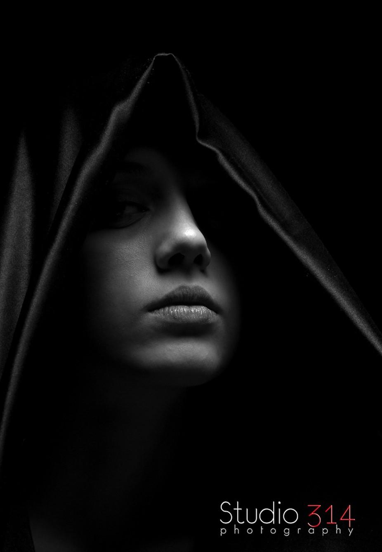 Amanda Schlueter by robguion - Dark Portraits Photo Contest