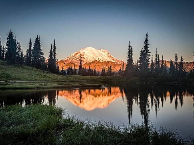 2_Gen_SteveFisher_Mt Tacoma on Tipsoo Lake