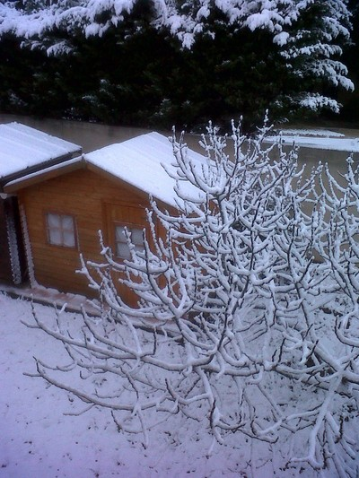 HUT-IN-SNOW-IN-PROVENCE