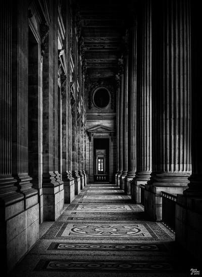 Louvre Collidor B&W