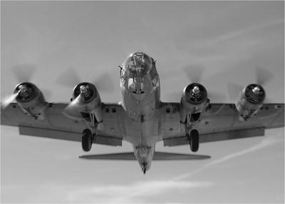 B-17G Short Final