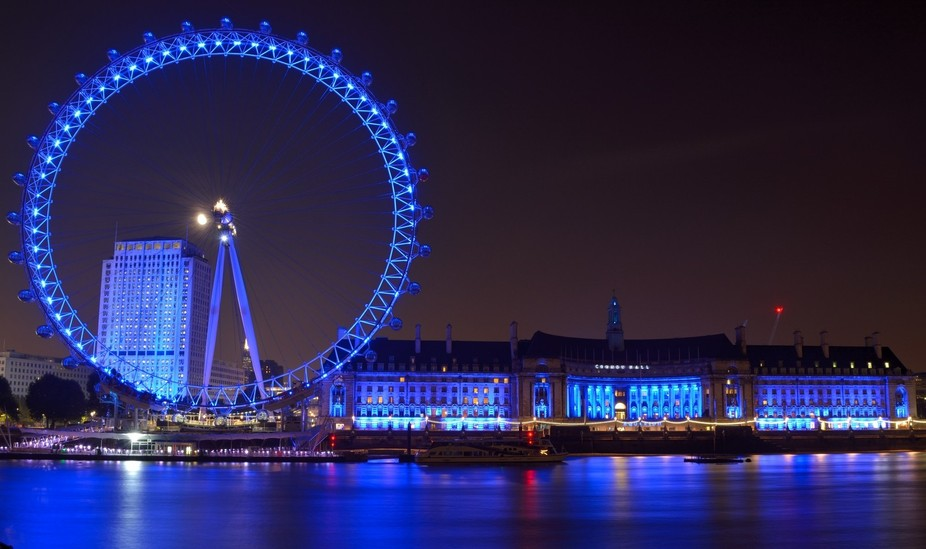 A night view of London Eye