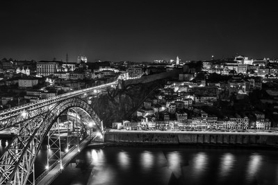 45 Classic Images Of Downtown in Black and White: Photo Contest Finalists