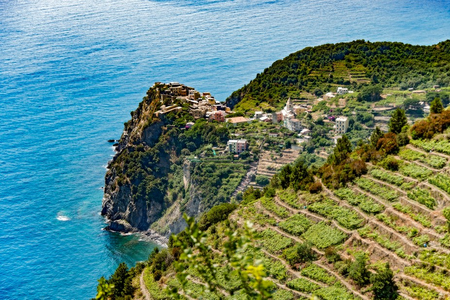 Visiting cinque Terre an traveling alongside the coast made us discover this smal village