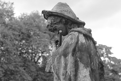 IMG_7594 Statue of a musician a side view in b-w at St. Fagans Castle