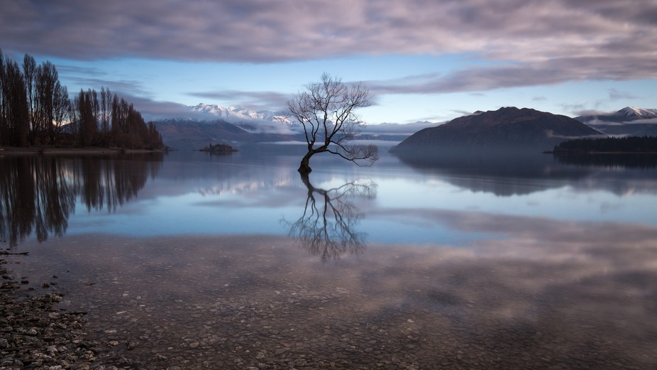 That morning, when I shot this photo, I was on my way from my hostel in Wanaka to the Matukituki ...