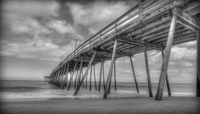 Outer Banks Pier - BW