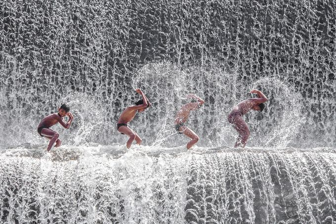 SPLASH GAME by lessysebastian - Kids And Water Photo Contest