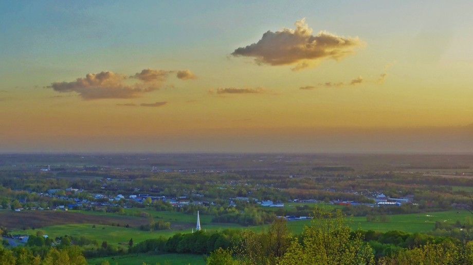5-20-2015 sunset from Mont Arthabaska over church and town