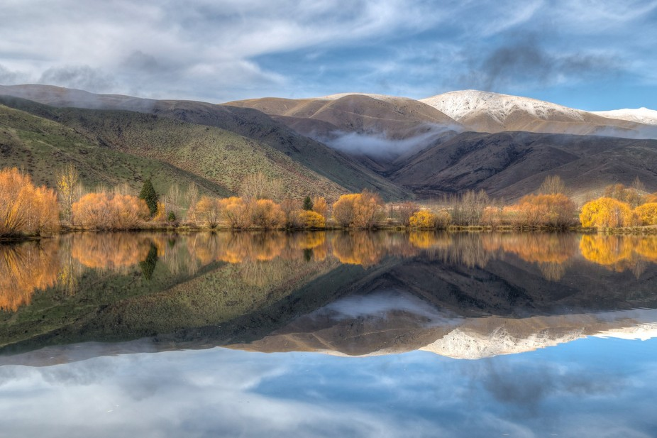 Colors and reflections of autumn in Lake Pukaki, New Zealand.