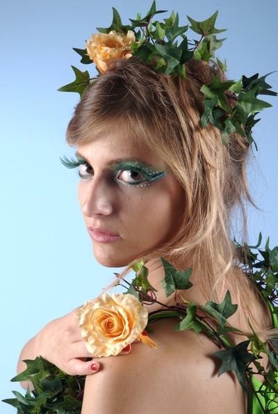 4144 - Grass girl